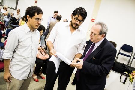 Mário e Lino Bocchini com o relator da ONU. (Foto: Fora do Eixo)