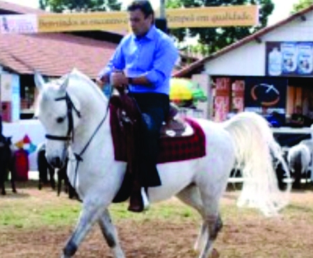 Aécio Neves (de camisa azul), o mais provável candidato tucano à Presidência, é o pai da operação. Hoje, corteja PDT, PTB, PSB e PV.