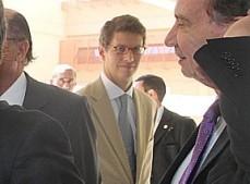Ricardo Salles (ao centro) chega à cerimônia de abertura do acesso digital aos arquivos do Dops.