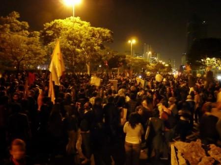 Globo_Manifestantes01