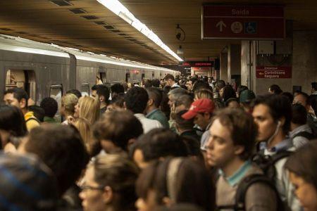 Metro_Lotado09