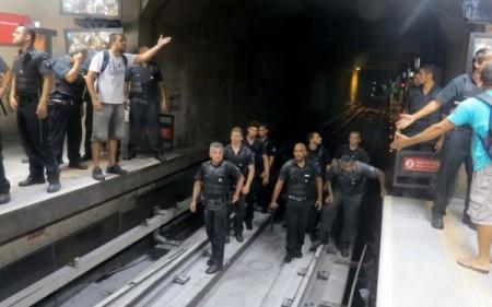 Metro_Lotado12