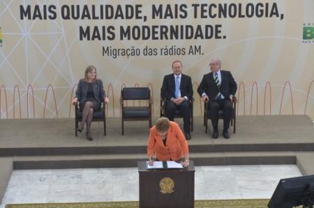 Dilma_RadioAM