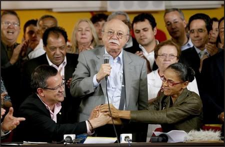 """Roberto Amaral, presidente do PSB, discursa entre Beto e Marina, que prometeu """"vantangens competitivas"""" ao agronegócio."""