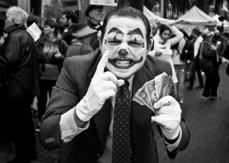 Ricos_Capitalismo_Palhaco01