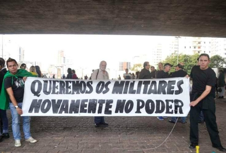 15_Marco44_Militares