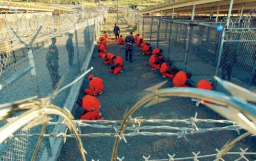 Cuba_Guantanamo26_Presos