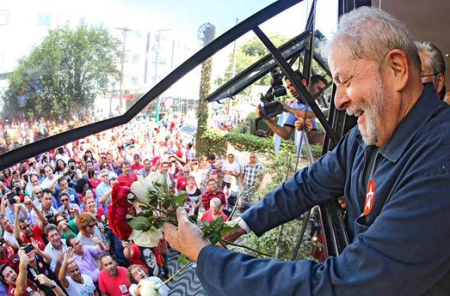 Lula_Instituto08_Abraco