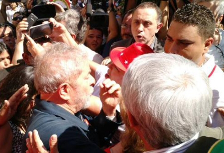 Lula_Instituto10_Abraco