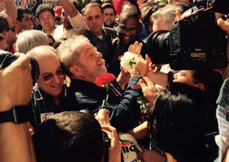 Lula_Instituto11_Abraco