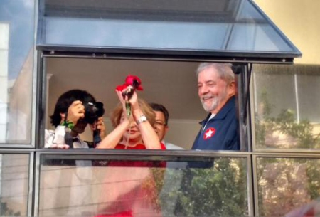 Lula_Instituto12_Abraco
