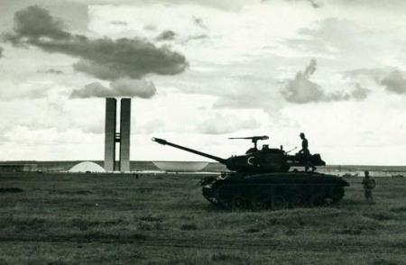Ditadura_Militar_Tanque02