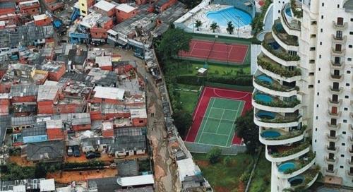 Desigualdade12_Predio_Favela