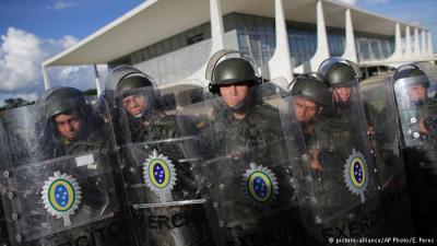 militares_presidio01